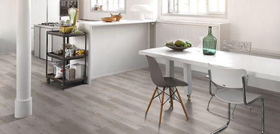 PARADOR Vinyl Basic 4.3 Eiche grau geweißt Gebürstete Struktur Landhausdiele – Bild 7