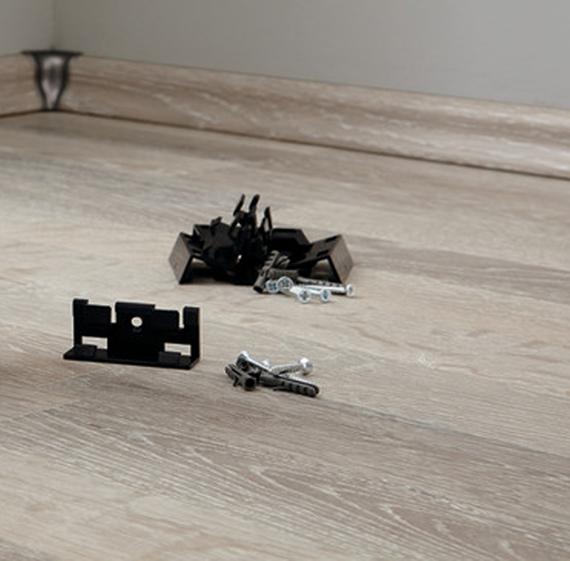 Leistenklammern Befestigungsclipse Dübel Schrauben passend zu Kronotex-Sockelleisten Ktex1 und Ktex4  – Bild 1